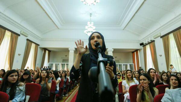 Протесты студентов Азербайджанского университета языков - Sputnik Азербайджан