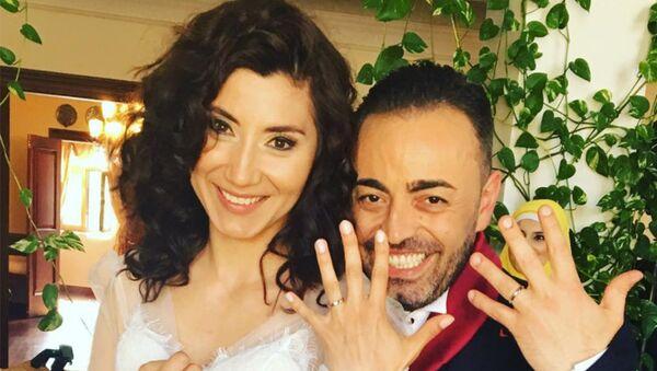 Азербайджанская телеведущая Севда Гюльахмедова вышла замуж гражданина Италии Джиованни Таволаро - Sputnik Азербайджан