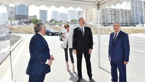 Президент Ильхам Алиев и Первая леди Мехрибан Алиева приняли участие в открытии новых дорог в Баку - Sputnik Азербайджан