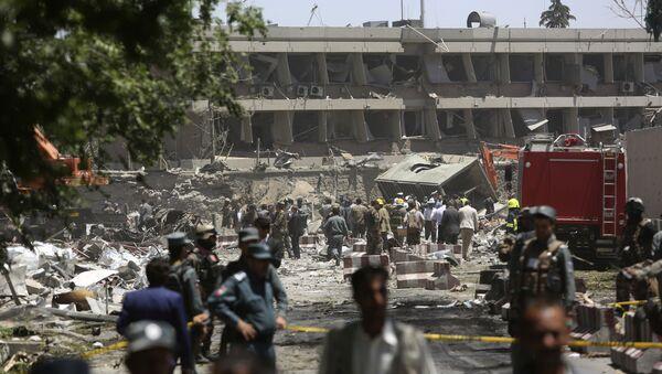 Пострадавшие на месте взрыва в Кабуле, фото из архива - Sputnik Азербайджан