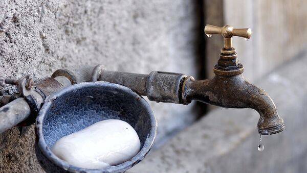 Водный кран и мыльница, фото из архива - Sputnik Azərbaycan