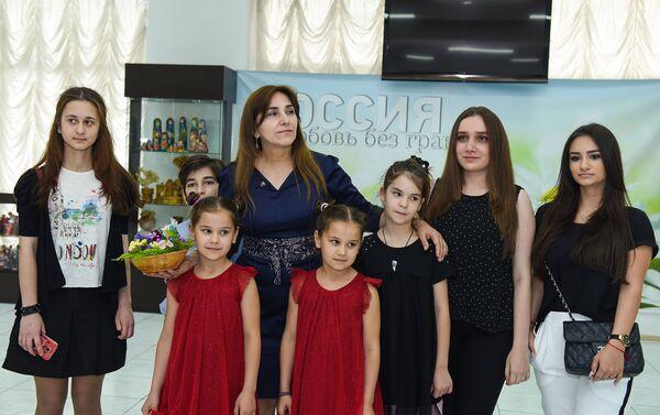 Тамара Концедайло и ее воспитанники - Sputnik Азербайджан