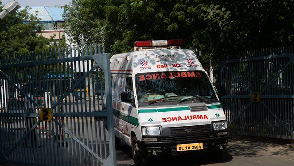 Машина скорой помощи в Индии, фото из архива - Sputnik Azərbaycan