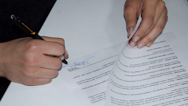 Подписание договора о страховании - Sputnik Азербайджан