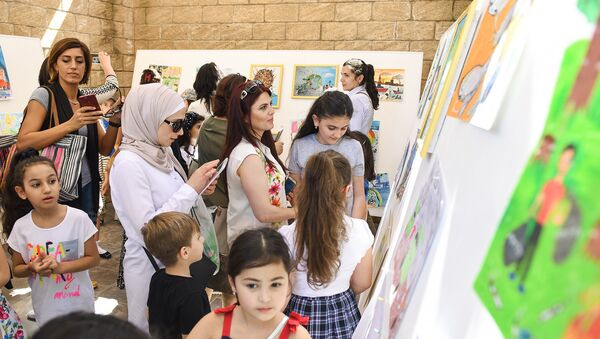 Выставка детских рисунков, посвященных Всемирному дню защиты окружающей среды - Sputnik Азербайджан