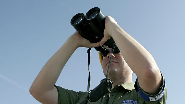 Наблюдатель ОБСЕ во время мониторинга, фото из архива - Sputnik Азербайджан