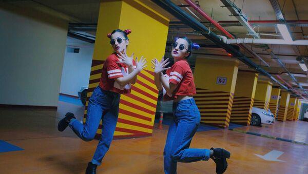 Азербайджанские танцовщицы, сестры-близняшки Айдан и Фидан Багировы - Sputnik Азербайджан
