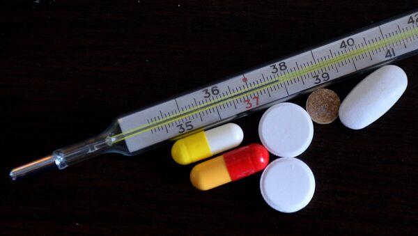 Ртутный градусник и таблетки, фото из архива - Sputnik Азербайджан