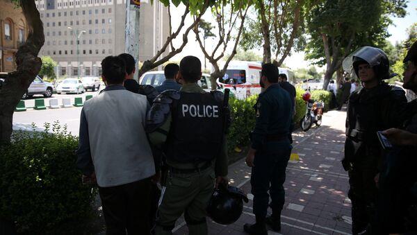 Иранская полиция возле здания парламента, Иран, 7 июня 2017 года - Sputnik Азербайджан
