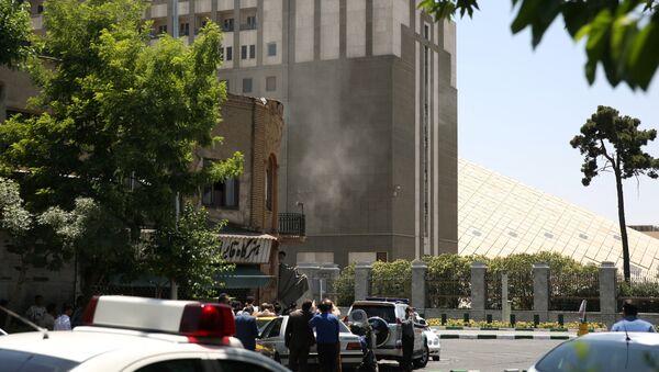 Дым у здания парламента в Тегеране, 7 июня 2017 года - Sputnik Азербайджан