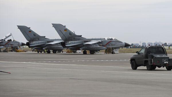 Немецкие истребители Торнадо на авиабазе Инджирлик - Sputnik Азербайджан