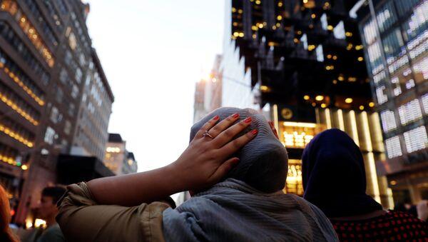 Мусульманка во время ифтара в Нью-Йорке, США, 1 июня 2017 года - Sputnik Азербайджан