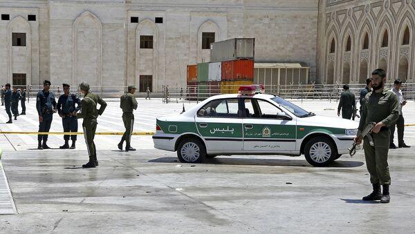 Иранские полицейские у мавзолея аятоллы Хомейни в Тегеране, 7 июня 2017 года - Sputnik Азербайджан