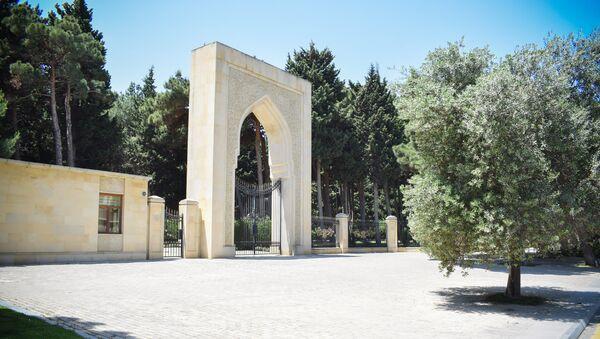 Аллея почетного захоронения в Баку - Sputnik Азербайджан