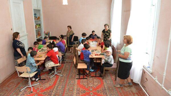 Представители Фонда Гейдара Алиева посетили Шекинский детский дом смешанного типа - Sputnik Азербайджан