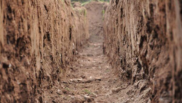 Вырытая яма, фото из архива - Sputnik Азербайджан