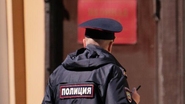 Сотрудник полиции на улице Москвы, фото из архива - Sputnik Азербайджан