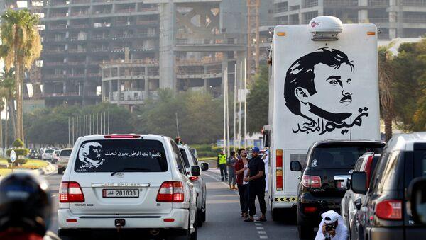 Картина с изображением 4-го эмира Катара Тамима бин Хамада Аль Тани во время демонстрации в его поддержку в Дохе, Катар, 11 июня 2017 года - Sputnik Азербайджан