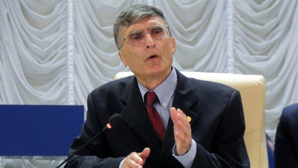 Профессор университета Северной Каролины Азиз Санджар - Sputnik Азербайджан