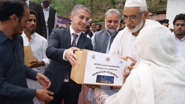 Фонд Гейдара Алиева передал в ряде сел Пакистана праздничные подарки в связи с месяцем Рамазан - Sputnik Азербайджан