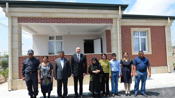 Президент Алиев с членами семьи Октая Хазиева - Sputnik Azərbaycan
