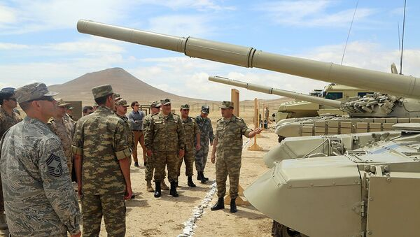 Военные атташе и представители аппаратов военных атташе, аккредитованные в Азербайджане, посетили воинскую часть - Sputnik Азербайджан