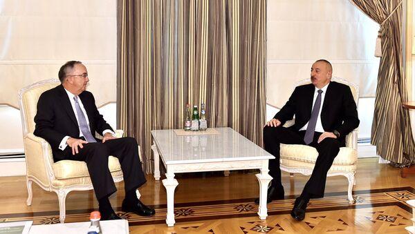 Президент Азербайджана Ильхам Алиев принял председателя и генерального исполнительного директора компании John Deere США - Sputnik Азербайджан