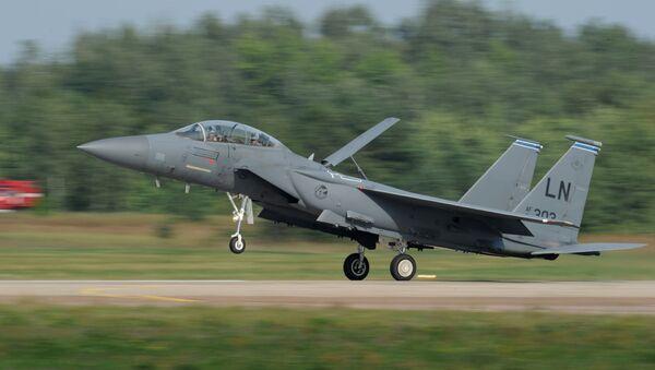 Американский всепогодный тактический истребитель McDonnell Douglas F-15 - Sputnik Azərbaycan