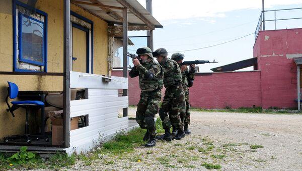 Азербайджанские военнослужащие в центре военной подготовки НАТО в Хоэнфельсе, Германия, 14 сентября 2012 года - Sputnik Азербайджан
