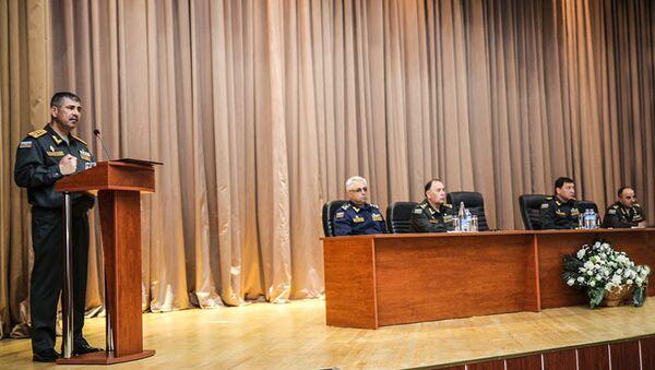 Министр обороны генерал-полковник Закир Гасанов на встрече с выпускниками Высшего военного училища имени Гейдара Алиева - Sputnik Азербайджан