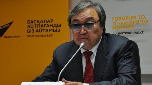 Казахстанский поэт Олжас Сулейменов - Sputnik Азербайджан