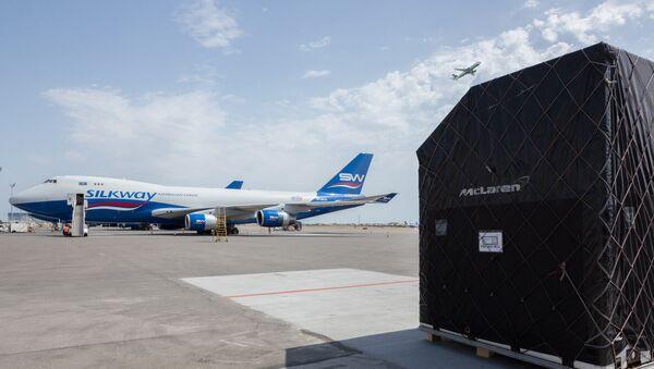 В Международный аэропорт Гейдар Алиев в Баку начали доставляться грузы в рамках проведения Гран-при Азербайджана Формула-1 - Sputnik Азербайджан