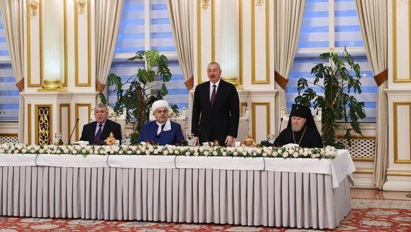 Президент Ильхам Алиев принял участие в ифтаре по случаю священного месяца Рамазан - Sputnik Азербайджан