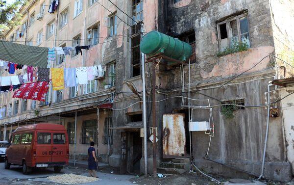 Текущее состояние общежития в Наримановском районе города Баку - Sputnik Азербайджан