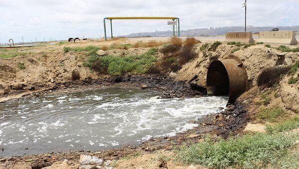 Сточные воды охватили большую территорию - Sputnik Азербайджан