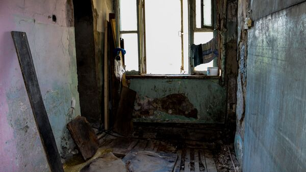 Аварийное здание в Наримановском районе - Sputnik Азербайджан