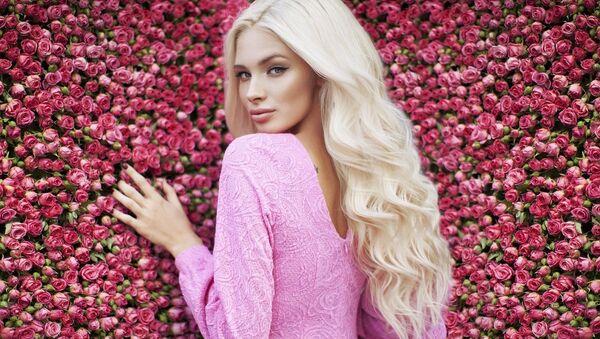 Известная российская модель, финалистка конкурса Мисс Россия-2012 Алина Шишкова - Sputnik Азербайджан