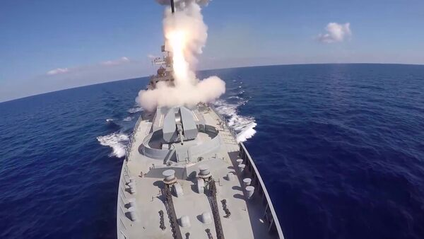 Удар крылатыми ракетами Калибр по объектам запрещенной в РФ террористической группировки ИГИЛ в Сирии - Sputnik Азербайджан