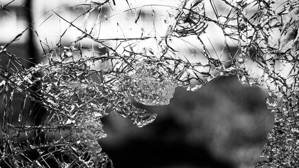 Разбитое стекло, фото из архива - Sputnik Азербайджан