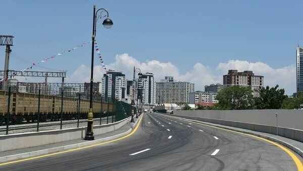Президент Ильхам Алиев принял участие в открытии новой дороги в Баку - Sputnik Азербайджан