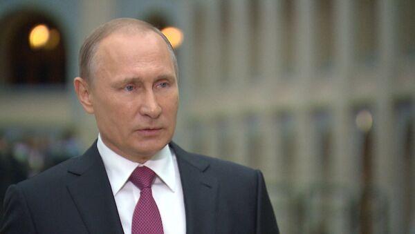 Путин о нелегальных разведчиках - Sputnik Азербайджан