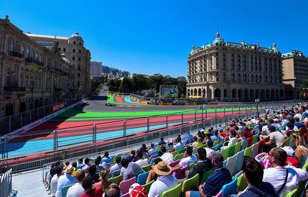 Третий день Гран-при Азербайджана Формула-1 - Sputnik Азербайджан