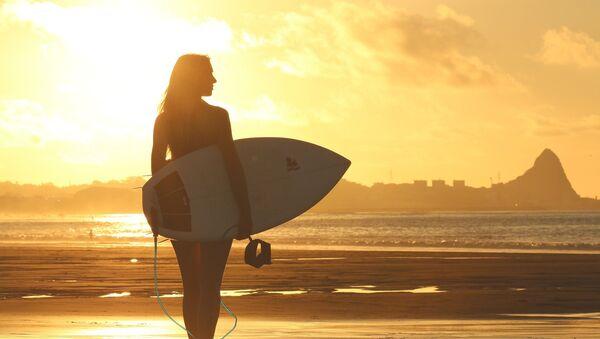 Девушка на пляже, фото из архива - Sputnik Азербайджан
