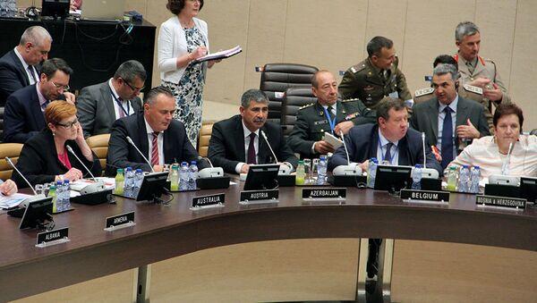 Министр обороны Азербайджана генерал-полковник Закир Гасанов принял  участие в заседании НАТО - Sputnik Азербайджан