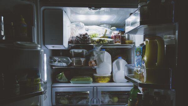 Холодильник с продуктами, фото из архива - Sputnik Азербайджан