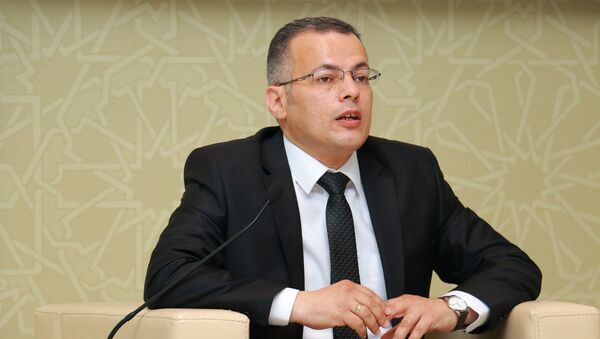 Исполнительный директор Центра анализа экономических реформ и коммуникаций Вюсал Гасымлы - Sputnik Азербайджан
