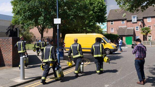 Пожар в жилом доме на западе Лондона - Sputnik Азербайджан