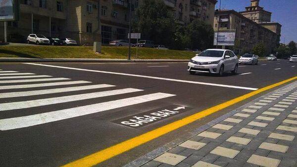 Надпись на асфальте на пешеходном переходе - Sputnik Азербайджан