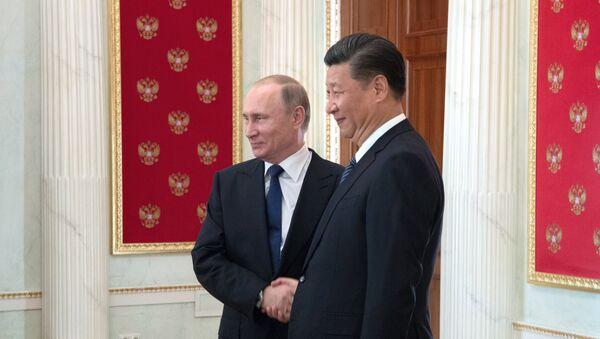 Президент РФ Владимир Путин и председатель Китайской Народной Республики Си Цзиньпин во время встречи в Кремле, 3 июля 2017 года - Sputnik Азербайджан