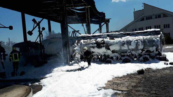 Пожар на нефтебазе «Свитанок» в пригороде Одессы в поселке Усатово - Sputnik Азербайджан